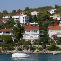 Trogir: Mavarcica seashore luxury apartments