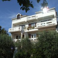 Novalja close to Zrce beach apartments. Center of town. 1x6 people, 3x5 people, 1x3 people