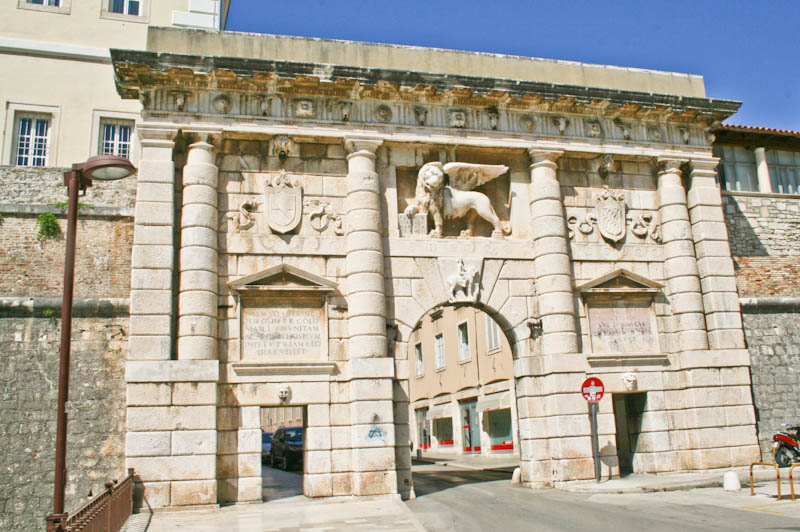 Sightseeing in Zadar - Land Gate