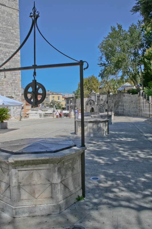 Sightseeing in Zadar - Trg pet bunara
