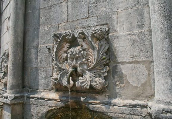 Dubrovnik Photos - Fountain faces